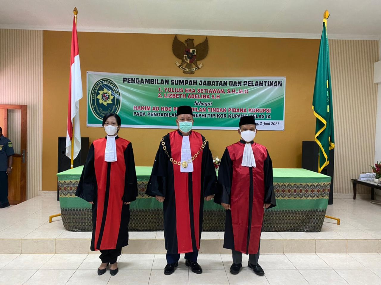 Pengambilan Sumpah Jabatan dan Pelantikan Dua Hakim Ad Hoc Tipikor Pada Pengadilan Negeri Kupang Kelas I A